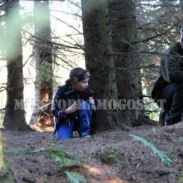 Vaikai miške švenčia gimtadienį su lazeriais