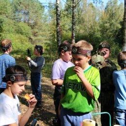 Gimtadienis švenčiamas su lazeriais miške. Vaikų būrys su Laser Tag įranga. Antakalnis, Vilnius.