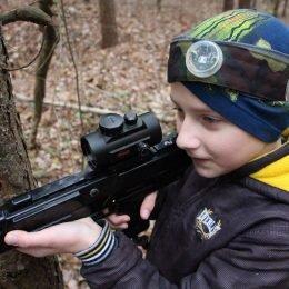 Vaikų gimtadienis gamoje su Laser Tag. Lazerių arena miške. Antakalnis, Vilnius.